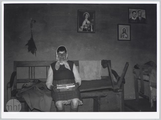 Habajka (Anna Habaj) - kobieta we wnętrzu, 1985-1989, fot. Stanisław Ciok, MHF