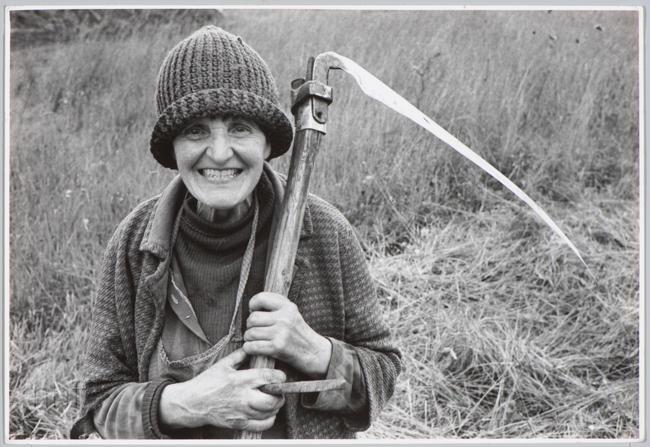 Habajka (Anna Habaj) - kobieta z kosą, 1985-1989, fot. Stanisław Ciok, MHF